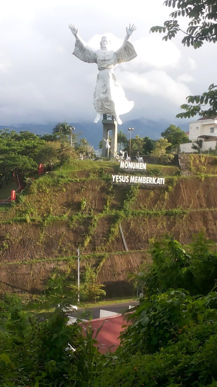Keluarga Haripahargio Lost Manado Day 1 Monumen Yesus Memberkati 20141219