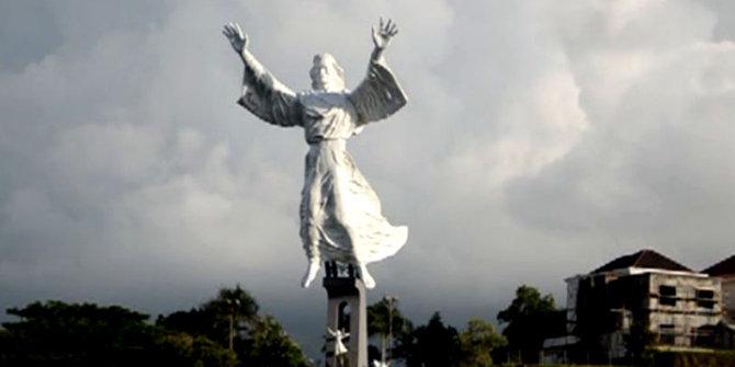 Keunikan Patung Yesus Memberkati Setinggi 50 Meter Manado Kota