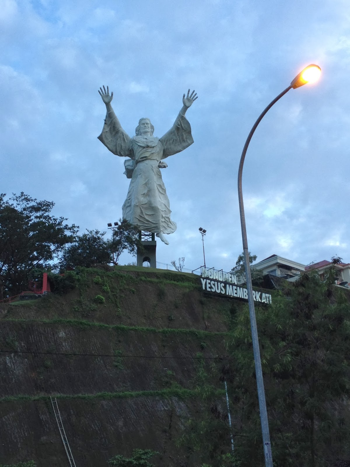 Manado Trip Day 1 Danau Linow Bukit Kasih Patung Yesus