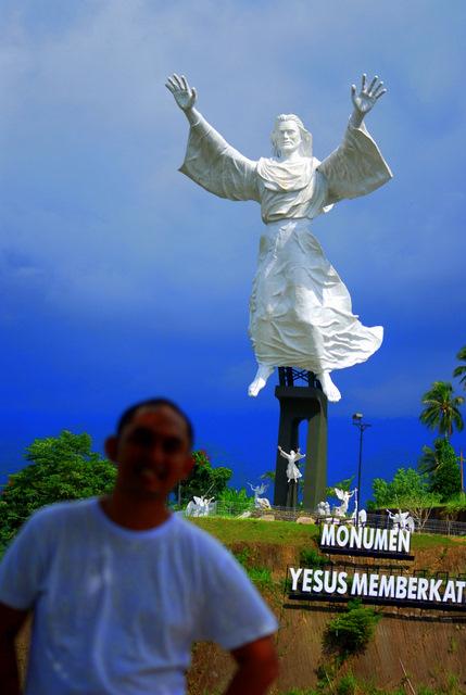 Monumen Tuhan Yesus Memberkati Kota Manado Jejak Langkah Bro Patung