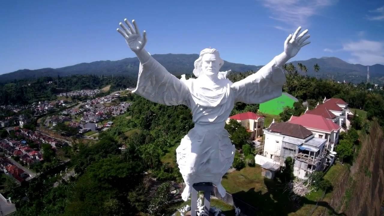 Monumen Yesus Memberkati Manado Youtube Patung Kota