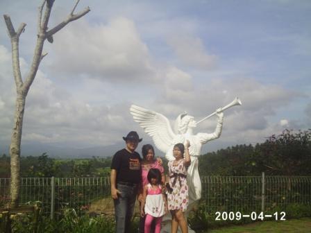 Onaino Ami Li Moroi Ba Wisata Jalan Salib Patung Tuhan