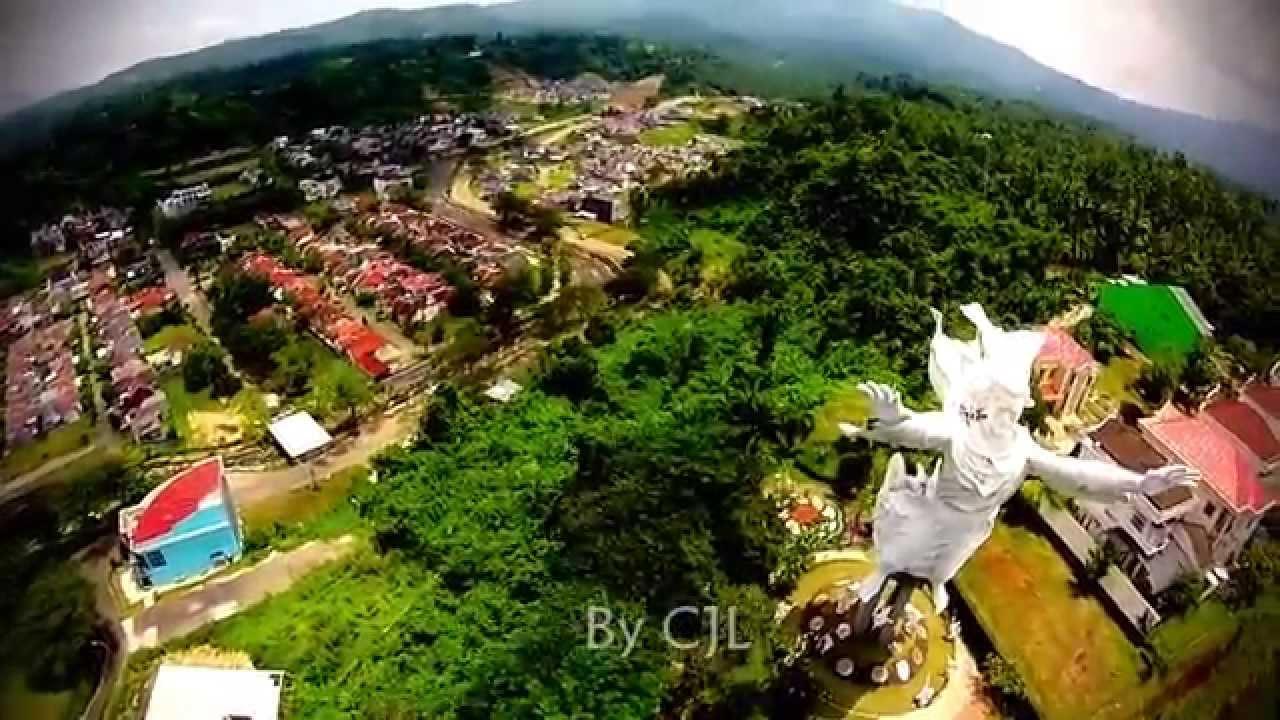 Patung Tuhan Yesus Memberkati Kota Manado Youtube
