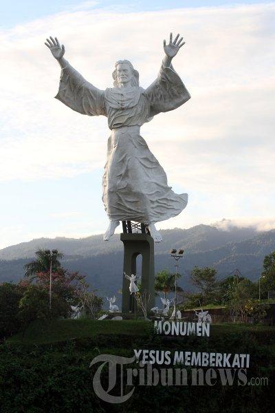 Patung Yesus Memberkati Foto 2 393892 Tribunnews 20130209 5593 Jpg