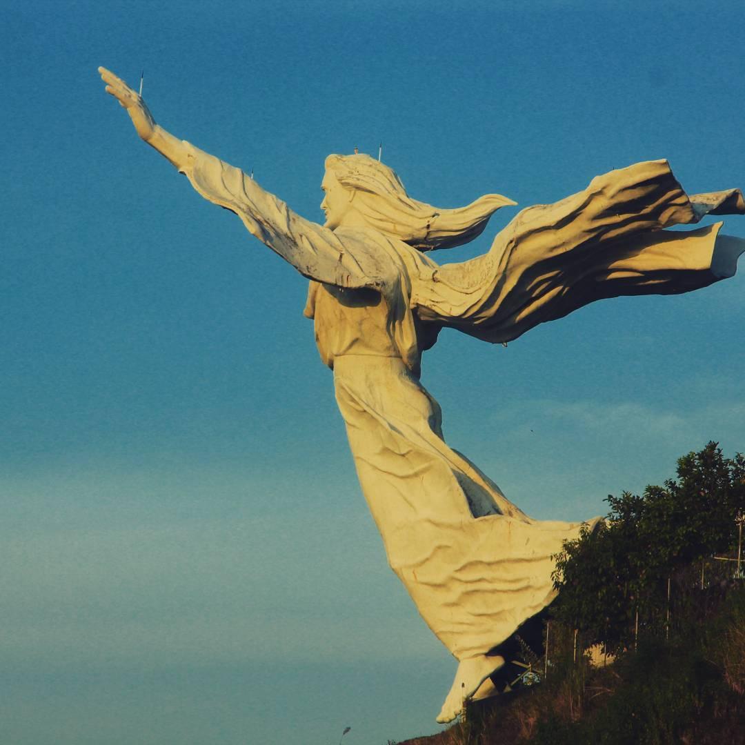 Patung Yesus Memberkati Ikon Manado Tak Kalah Megah Kota