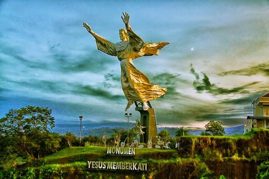 Patung Yesus Memberkati Kota Manado Translateshow Original Text Photo