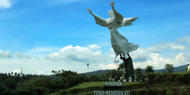 Patung Yesus Memberkati Manado Amorpost Kota