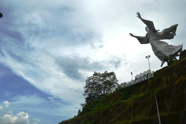 Patung Yesus Memberkati Manado Saingannya Brazil Kota