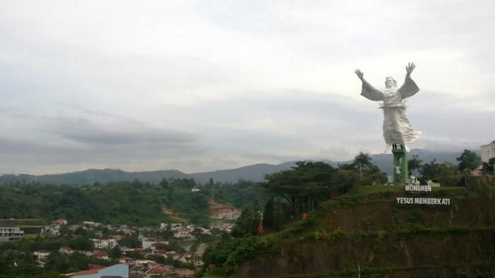 Patung Yesus Memberkati Manado Terbesar Kedua Dunia Setelah Christo Redentor