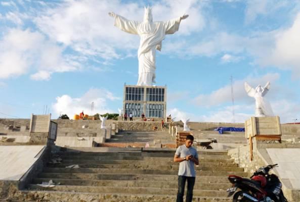 Patung Yesus Memberkati Menakjubkan Manadopostonline 15 Okt 2016 10 22