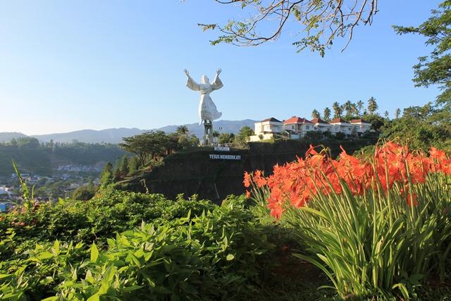 Patung Yesus Memberkati Pusat Informasi Paket Wisata Manado Kota