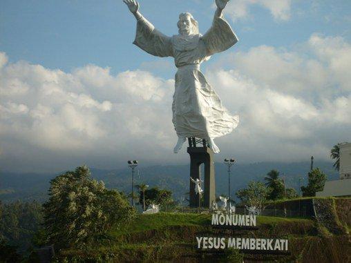 Patung Yesus Tertinggi Kedua Dunia Manado Jadiberita Memberkati Kota