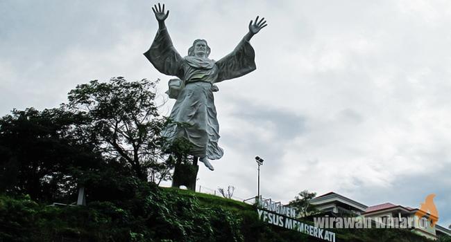 Yesus Memberkati Indonesia Tunawisma Seluaran Kota Manado Konon Hingga Patung