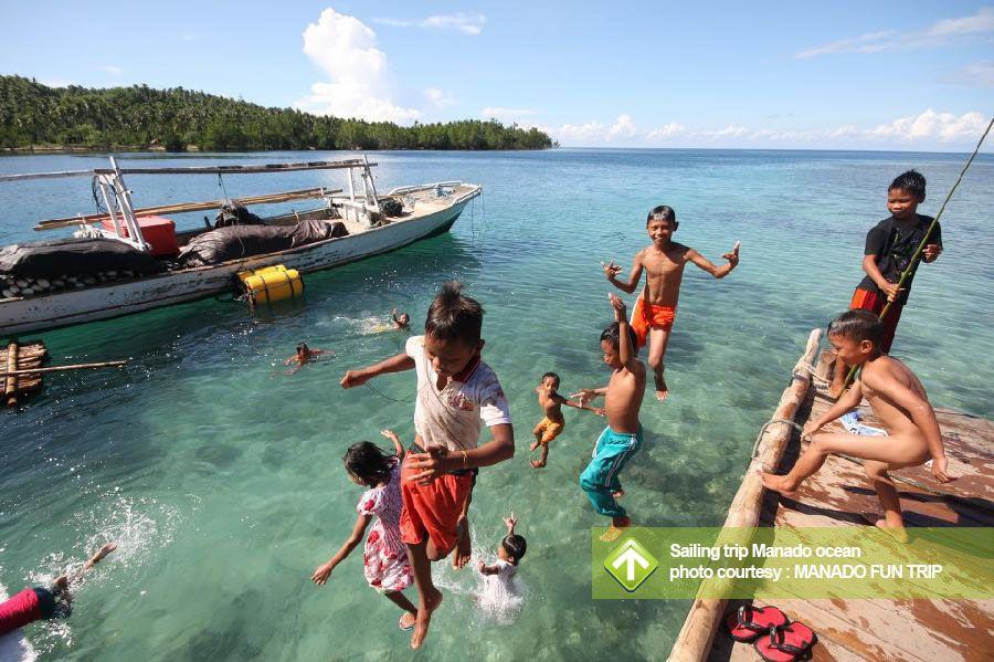 Sailing Trip Manado Ocean Taman Nasional Bunaken Pulau Siladen Mantehage