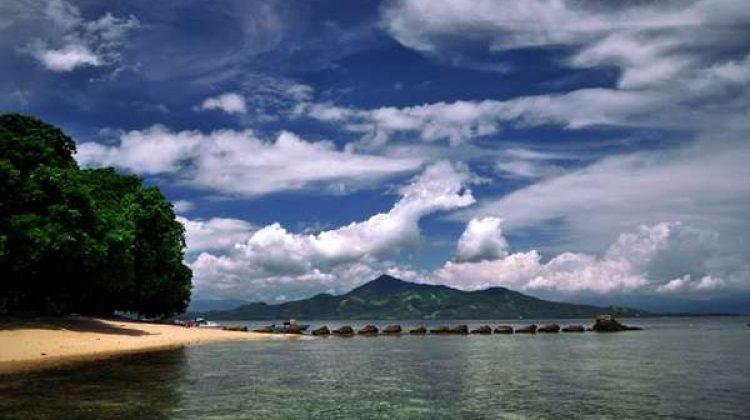 Siladen Memberikan Pemandangan Alami Indah Pulau Kota Manado