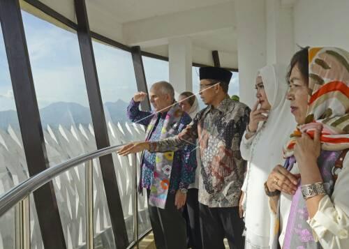 Dubes Terpesona Islamic Center Bimakini Masjid Raya Hubbul Wathan Centre
