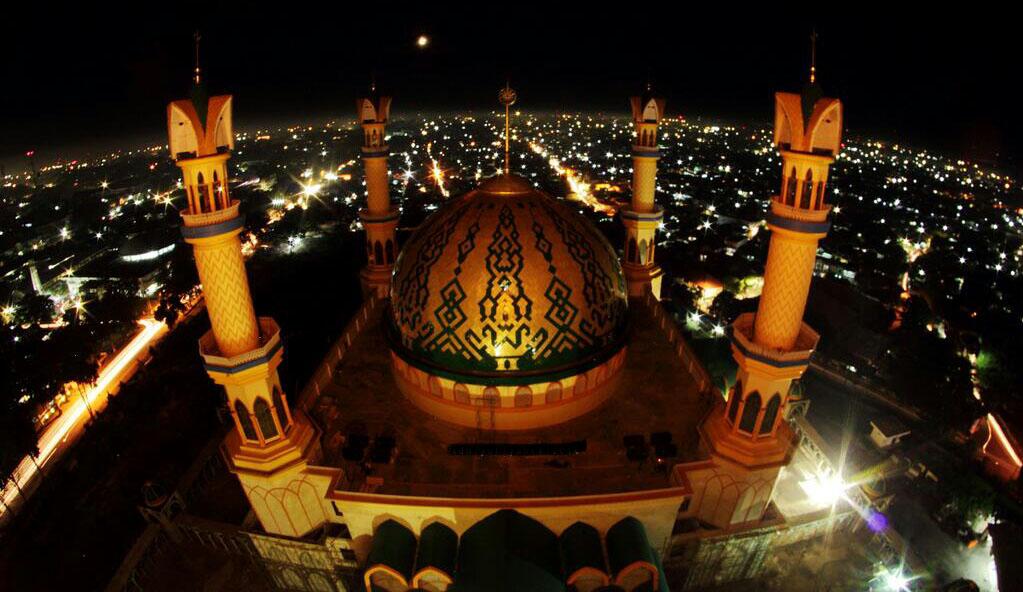 Empat Imam Besar Dunia Pimpin Tarawih Islamic Center Masjid Mataram