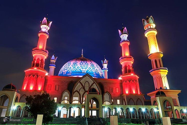 Masjid Hubbul Wathon Islamic Center Lombok Serasa Beribadah Ntb Malam