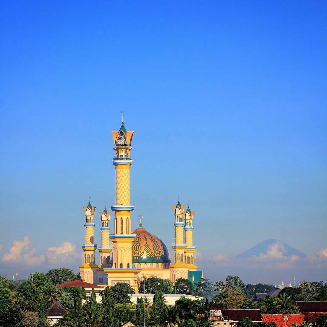 Masjid Hubbul Wathon Islamic Center Lombok Serasa Beribadah Ntb Raya