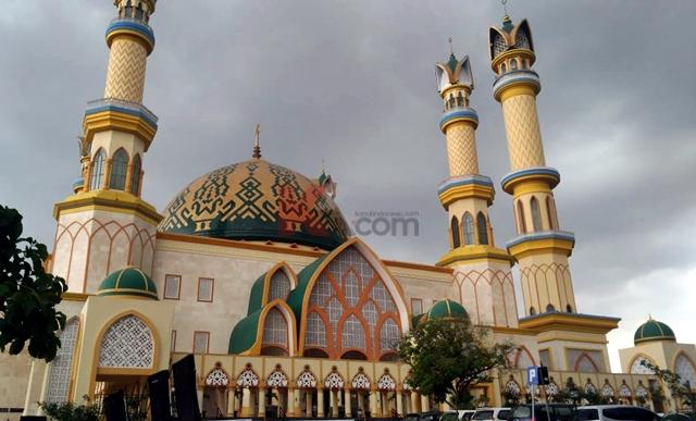 Menengok Indahnya Masjid Hubbul Wathan Mataram Kanalindonesia Tampak Samping Bangunan