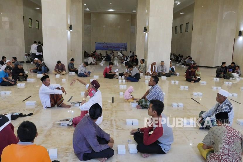 Pesona Islamic Center Pulau Seribu Masjid Republika Online Suasana Menunggu