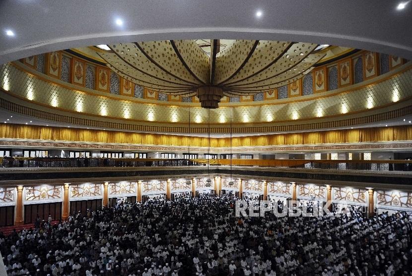 Syekh Lebanon Kagumi Ramadhan Ntb Republika Online Warga Melaksanakan Shalat
