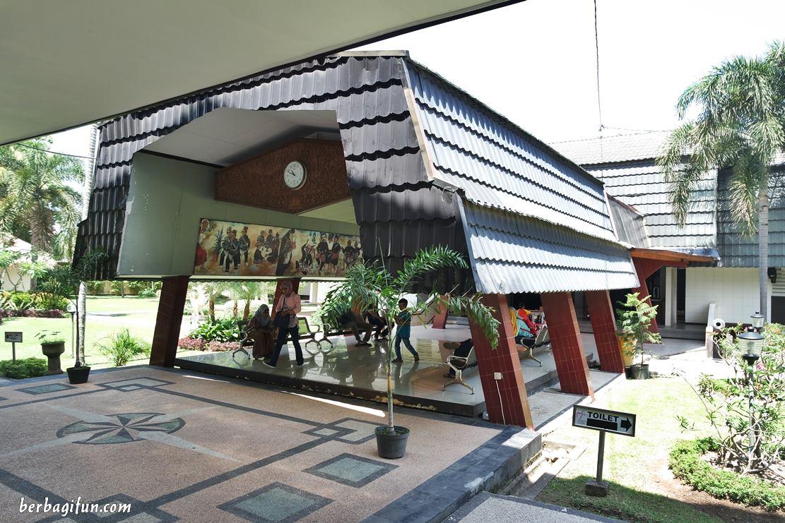 Aja Sih Museum Negeri Ntb Jalan Makan Mungkin Antara Kalian