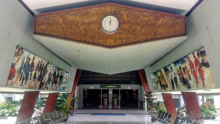Berkunjung Wisata Sejarah Kota Mataram Nusa Tenggara Barat Museum Negeri