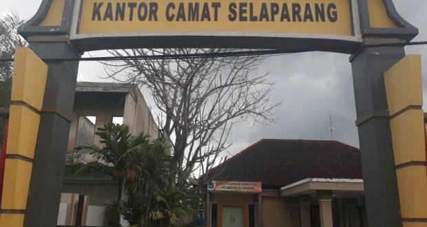 Gapura Kantor Camat Selarapang Kota Mataram Nusa Tenggara Barat Berita