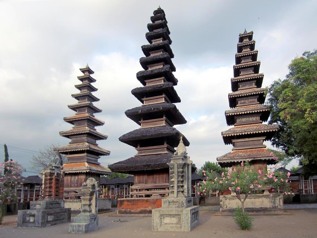 9 Mataram Indonesia Trip101 Pura Meru Agung Narmada Kota