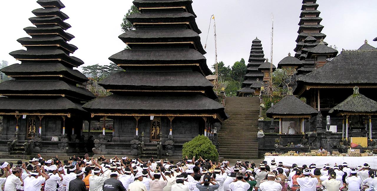 Hindu Temples Lombok Gerbang Wisata Tour Adventure Pura Agung Narmada