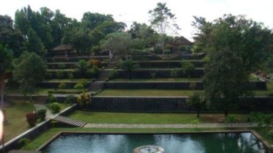 Kolam T4 Pemandian Permaisuri Bangunan Bertingkat Replika Gunung Pura Agung