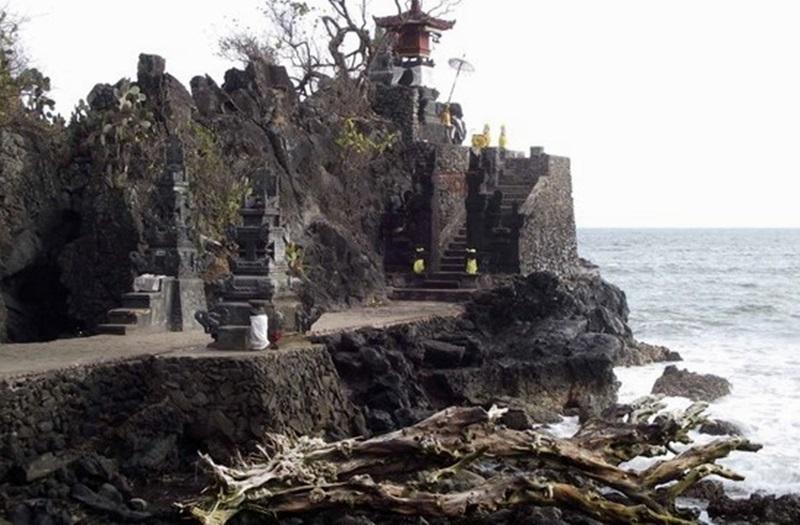 Mengunjungi Tempat Wisata Budaya Kota Mataram Lombok Pura Batu Bolong