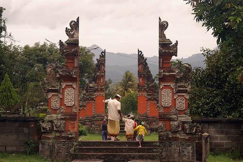 Narmada Park Lingsar Temple Lombok Tour Paket Gili 3 Jpg