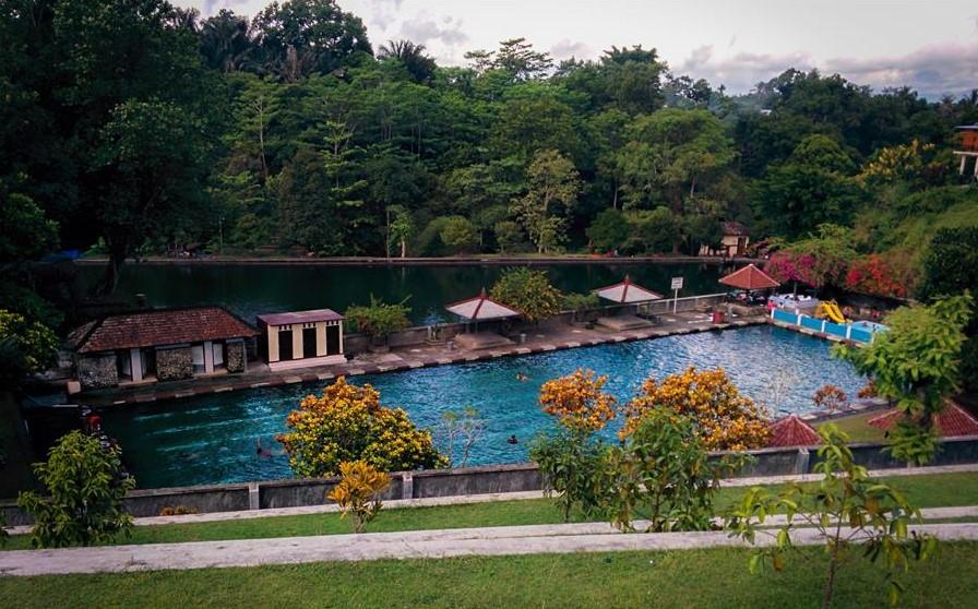 Paket Wisata Lombok Kota Mataram Liburan Sambil Belajar Sejarah Pura