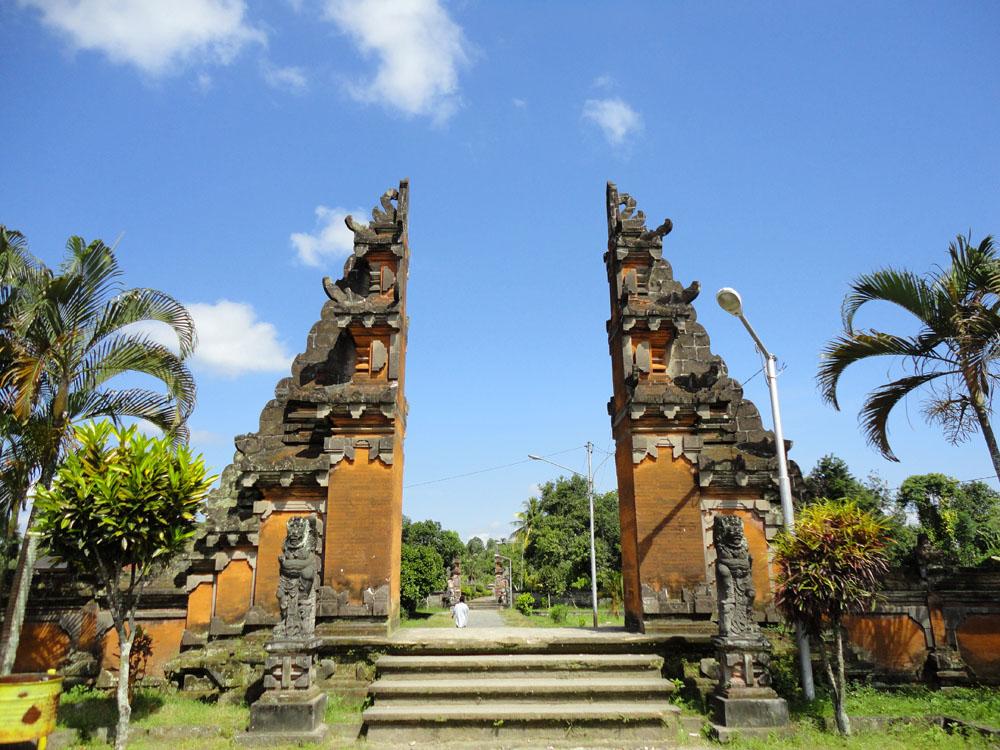 Pura Lingsar Wujud Keharmonisan Dua Agama Nusa Tenggara Barat Agung