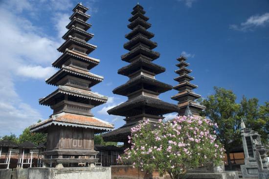 Pura Meru Berlokasi Pusat Perdagangan Cakranegara Kota Mataram Lombok Agung