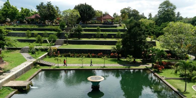 Sejarah Raja Taman Narmada Lombok Kompas Pura Agung Kota Mataram