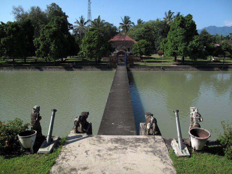 Serunya Wisata Sejarah Taman Narmada Lombok Barat Mahligai Kampoengholidays Pura