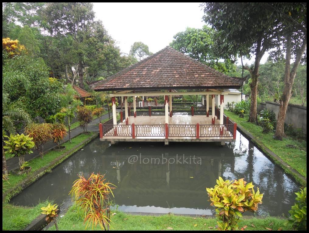 Taman Narmada Lombok Barat Jalan Makan Wisata Segar Sejuk Tidak
