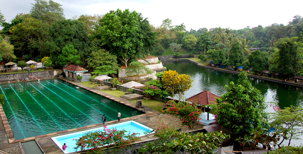Taman Narmada Pemandian Raja Mata Air Awet Muda Nusa Lombok