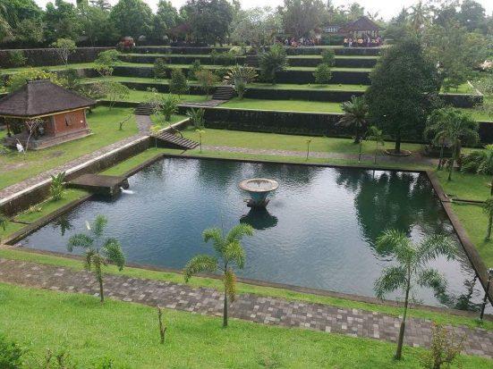 Taman Narmada Saksi Toleransi Umat Beragama Lombok Lombokita Pura Agung