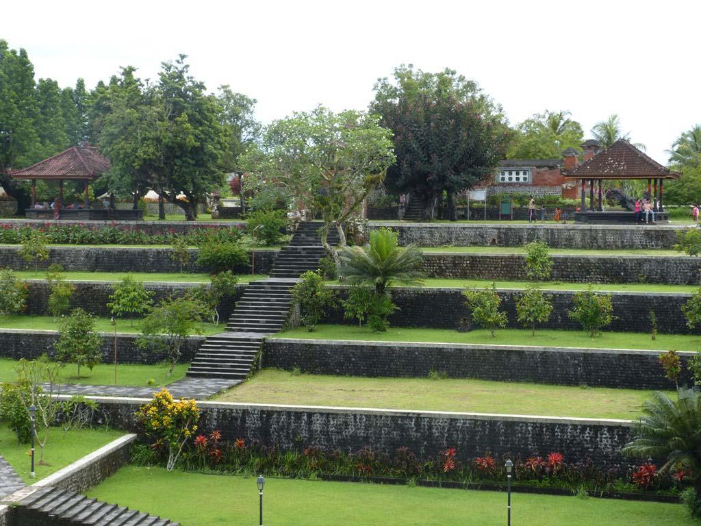 Wisata Kota Mataram Lombok Jasa Transportasi Pura Agung Narmada