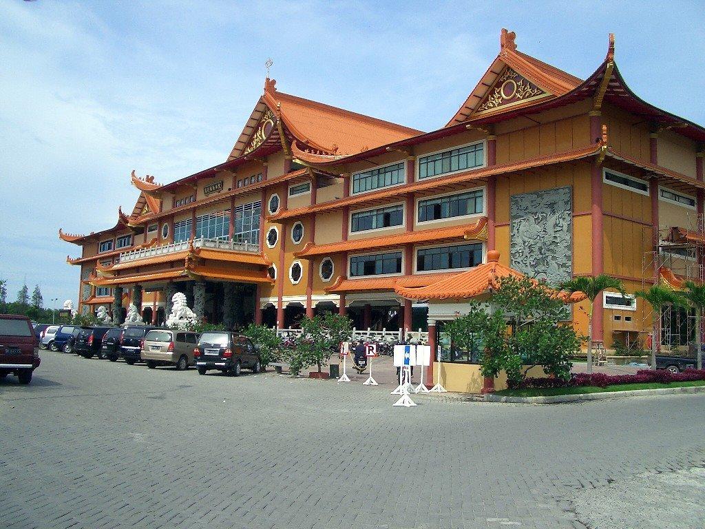 Maha Vihara Maitreya Cemara Asri Medan North Sumatra Mapio Net