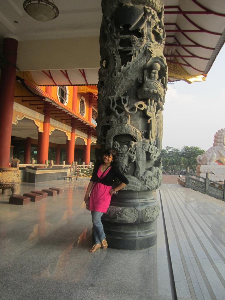 Wisata Religi Maha Vihara Maitreya Cemara Asri Medan Winny Marlina