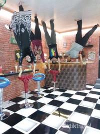 Yuk Main Rumah Terbalik Medan Makan Mini Bar Dunia Kota