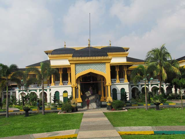 8 Hal Nggak Kamu Lewatkan Medan Berkeliling Istana Maimun Kota