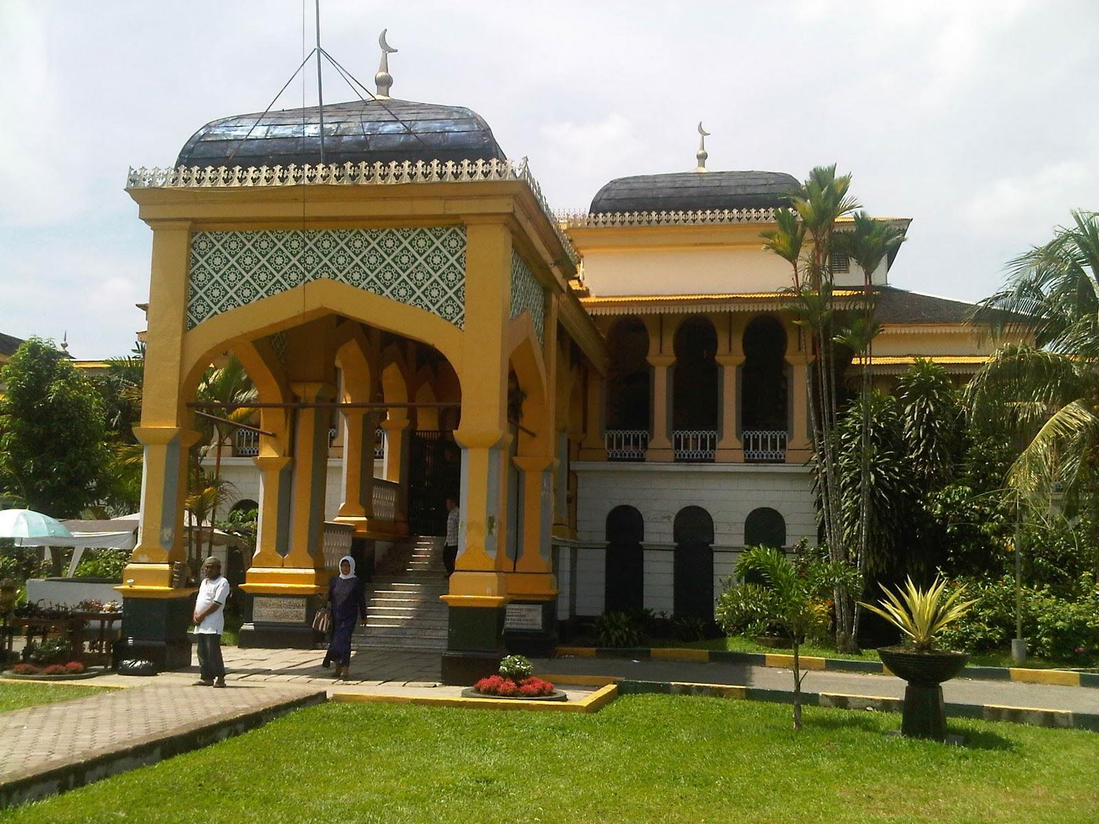 Amazing Holiday Istana Maimun Medan Kota