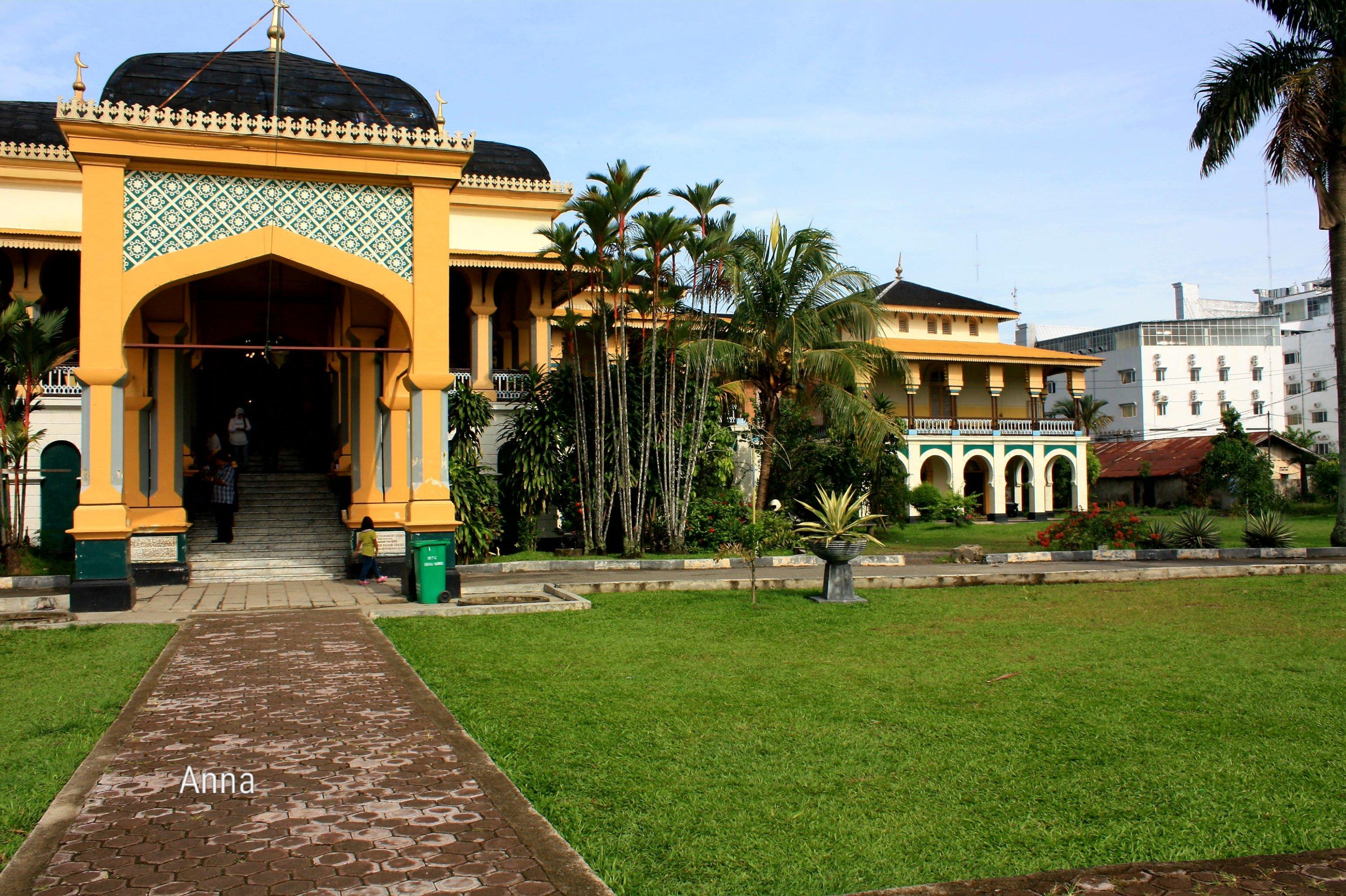 Berkunjung Istana Maimun Medan Tampak Depan Kota