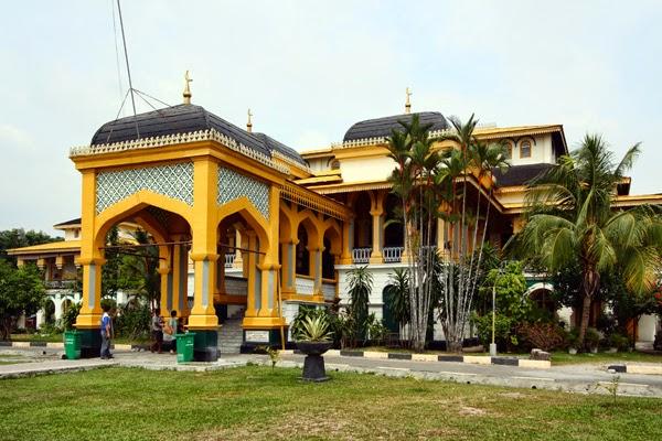 Berkunjung Istana Maimun Salah Satu Tempat Wisata Menarik Alam Pedia